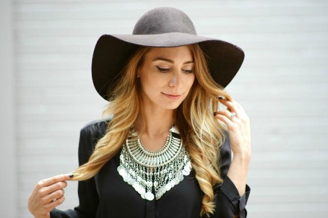 happiness-boutique-necklace-aritzia-bennett-dress-ootd1