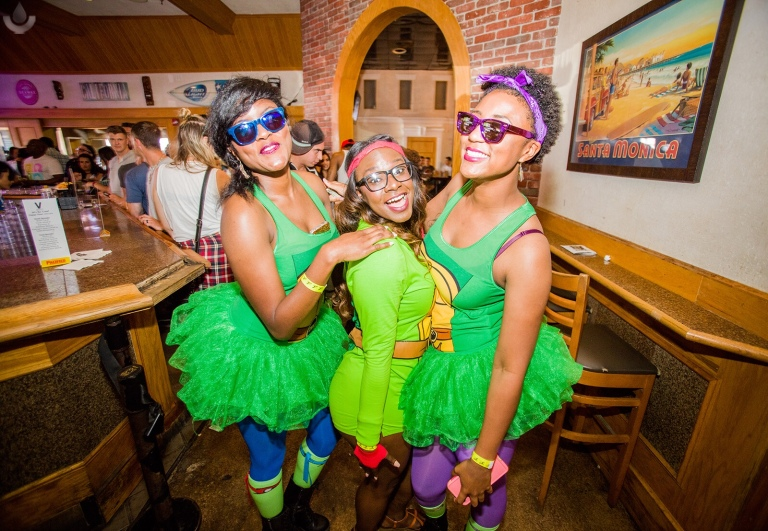 The 90's Bar Crawl Hits Austin, Texas – seemefeedmereadme